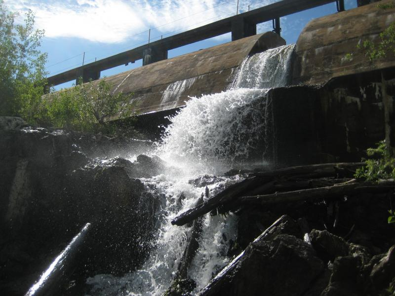 Looking up at the overflow of the dam