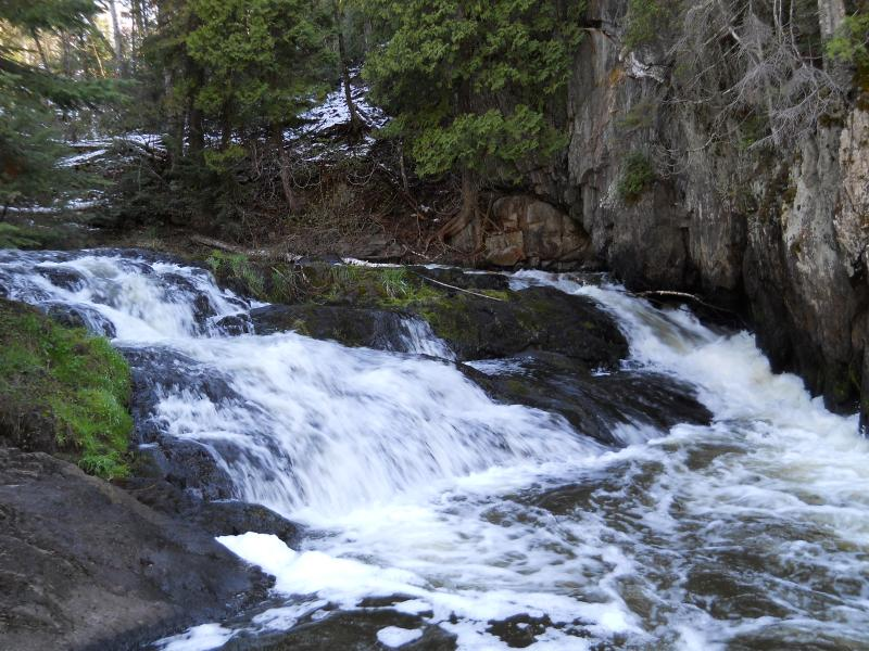 Upper carp river falls on carp river waterfalls of the for Pictures of small waterfalls